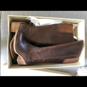 BRAND NEW - Clark's leather women's boots